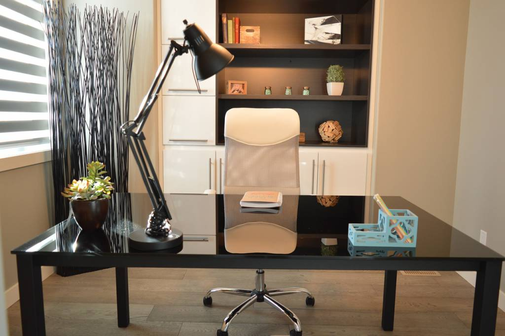 Limpieza muebles lacados zona herramientas for Como limpiar muebles lacados