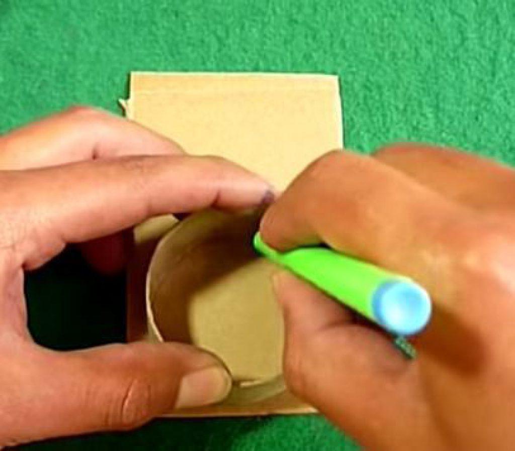 cómo hacer una linterna con un tubo de cartón