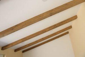 ¿Cuál es el precio de las vigas de madera para techos?